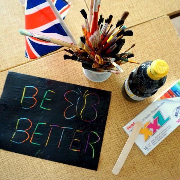 Tęczowy napis - Be Better - Szkoła